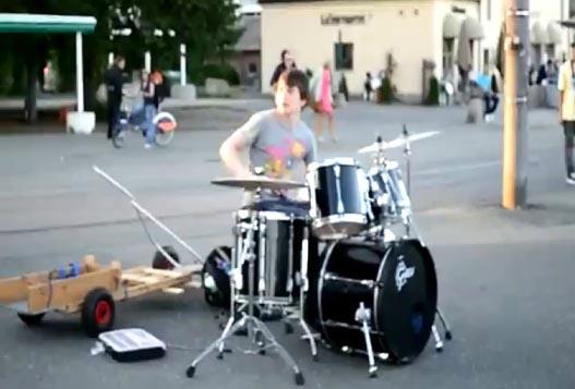 Уличный Барабанщик Из Норвегии