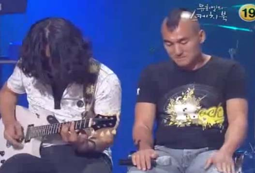 "Кореец исполняет ""Группу крови"""